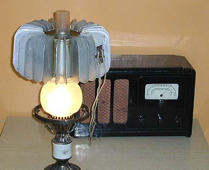 Керосиновая лампа с устройством для производства эл.тока