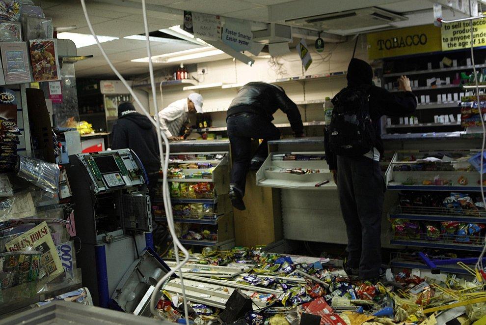 В Усть-Джегуте в предновогоднюю ночь ограбили магазин