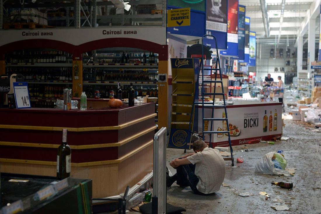 дефицит, разграбленные магазины